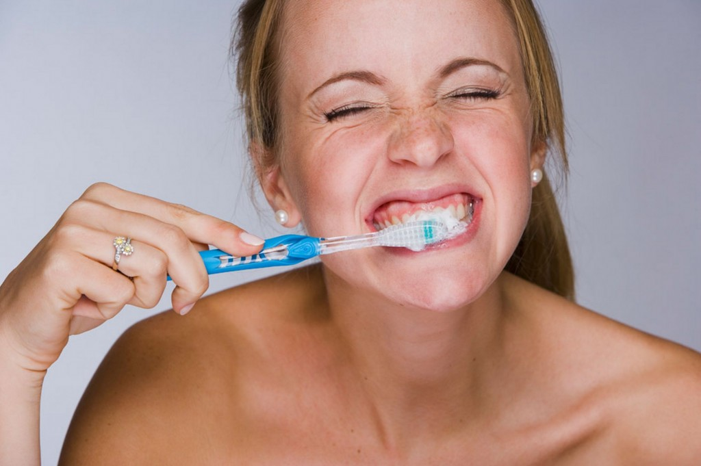 brushing-teeth-flossing